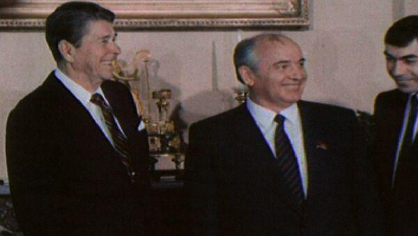 Лидеры СССР и США Горбачев и Рейган на встрече в Женеве. Съемки 1985 года - Sputnik Латвия