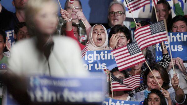 Хиллари Клинтон о результатах Супервторника на предвыборном митинге - Sputnik Латвия