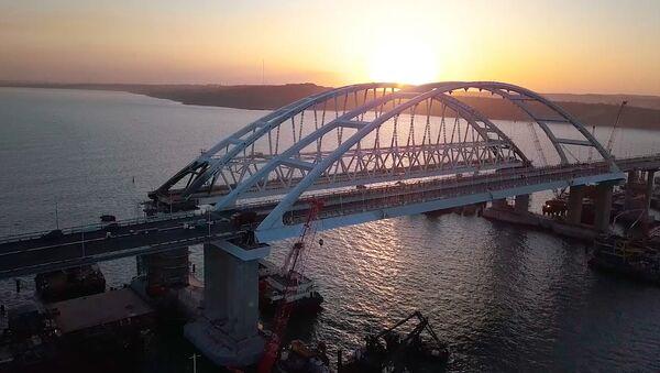Автодорожная часть Крымского моста достроена - Sputnik Латвия