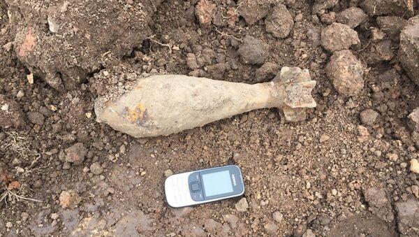 Снаряд времен Второй мировой войны, найденный на стадионе школы в Бауске - Sputnik Латвия
