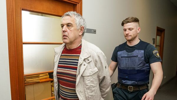 Александр Гапоненко перед залом суда - Sputnik Latvija