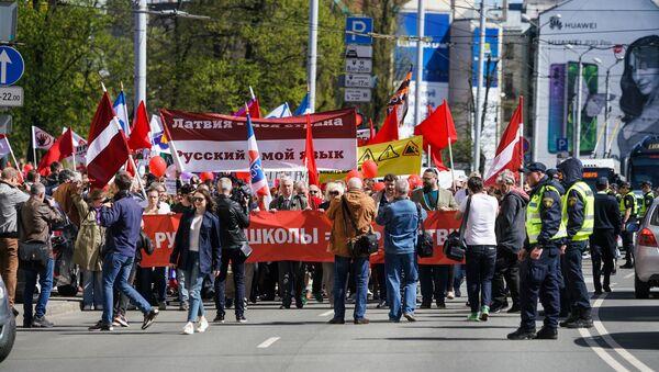 Митинг в защиту права на получение образования на русском языке в Латвии - Sputnik Латвия