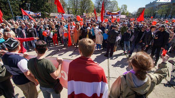 Krievu skolu aizstāvības štāba demonstrācija 1. maijā Rīgā - Sputnik Latvija