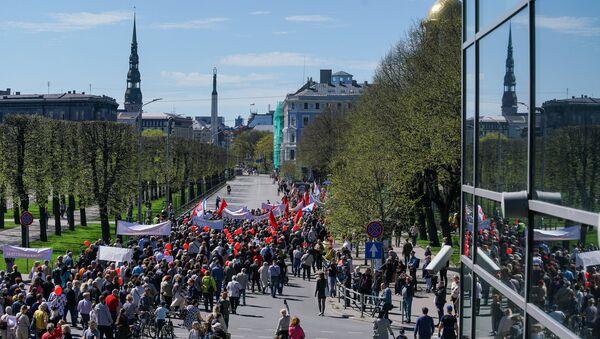 Первомайская демонстрация Штаба защитников русских школ в Риге - Sputnik Латвия