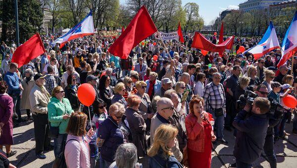 Первомайская демонстрация Штаба защитников русских школ в Риге - Sputnik Latvija