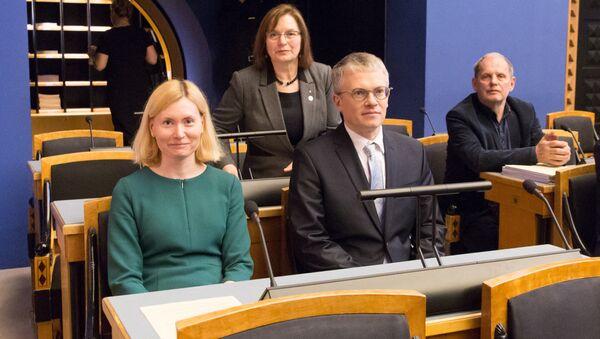 Министр здоровья и труда Рийна Сиккут и министр государственного управления Янек Мягги - Sputnik Латвия