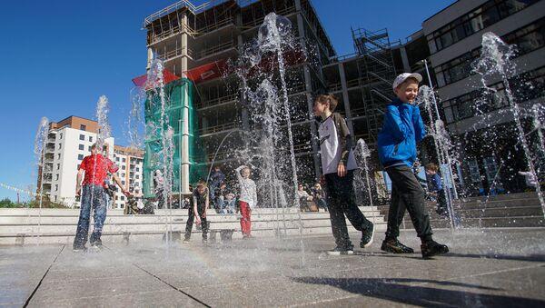 Дети у фонтана - Sputnik Латвия