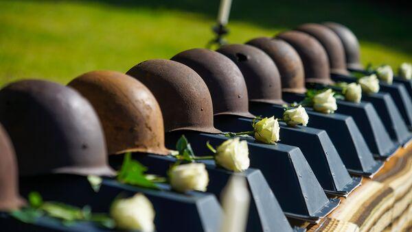 Церемония захоронения останков советских воинов на братском кладбище в Ропажи - Sputnik Латвия