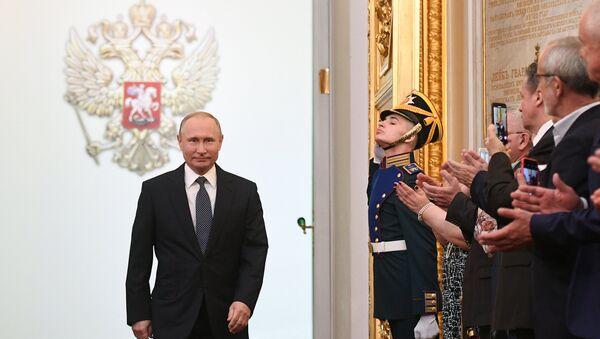 Избранный президент РФ Владимир Путин во время церемонии инаугурации в Кремле, 7 мая 2018 - Sputnik Латвия