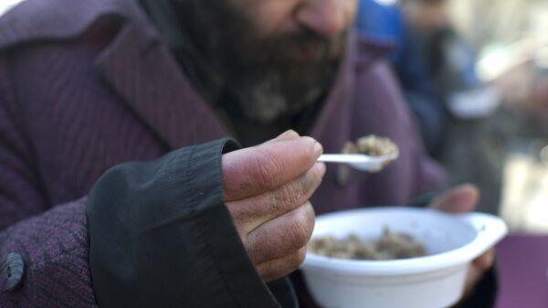 Акция по выдаче питания лицам без определенного места жительства. Архивное фото - Sputnik Латвия