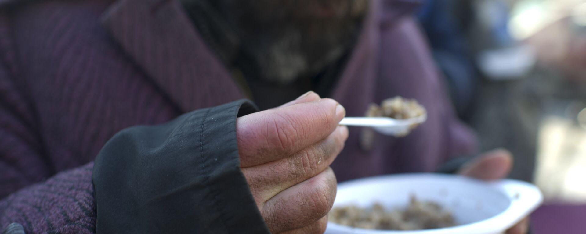 Акция по выдаче питания лицам без определенного места жительства. Архивное фото - Sputnik Латвия, 1920, 01.01.2021