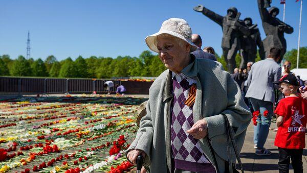 Площадь перед памятником Освободителям Риги 9 мая - Sputnik Латвия