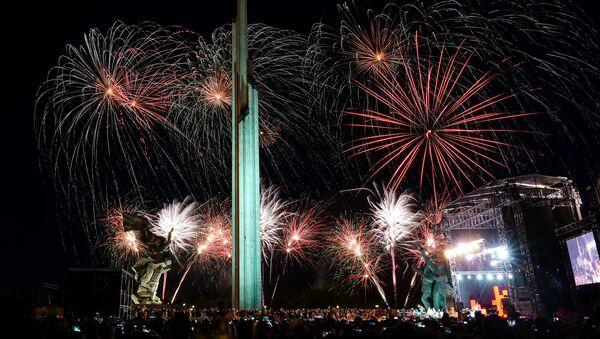 Салют 9 мая в Риге и памятник Освободителям - Sputnik Latvija