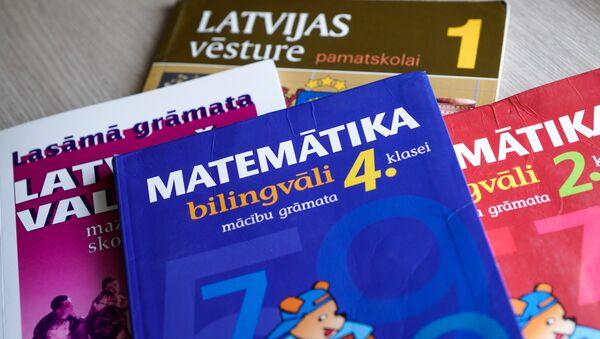 Учебники, по которым учатся дети в русской школе в Латвии - Sputnik Latvija