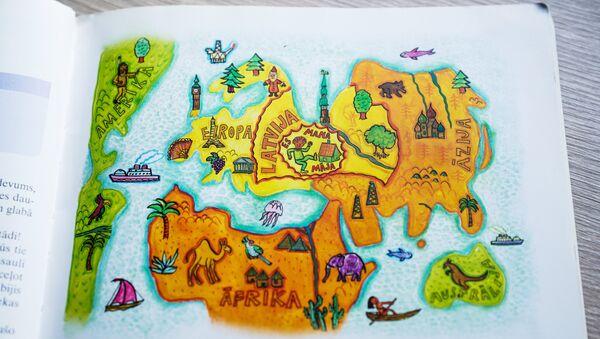 Страницы учебника, по которому учатся дети в школе в Латвии - Sputnik Latvija