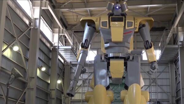 Японский инженер построил робота высотой 8,5 метра - Sputnik Латвия