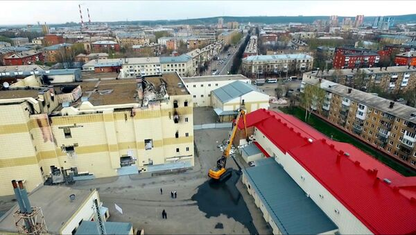В Кемерово приступили к сносу ТЦ Зимняя вишня - Sputnik Латвия