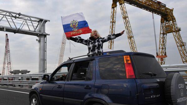 Начало автомобильного движения по Крымскому мосту - Sputnik Латвия