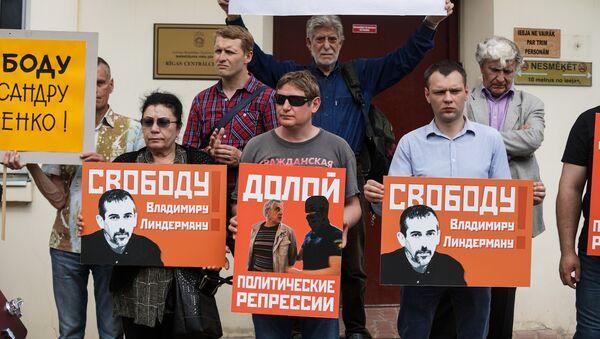 Pikets Gapoņenko un Lindermana atbalstam pie Rīgas Centrālcietuma - Sputnik Latvija