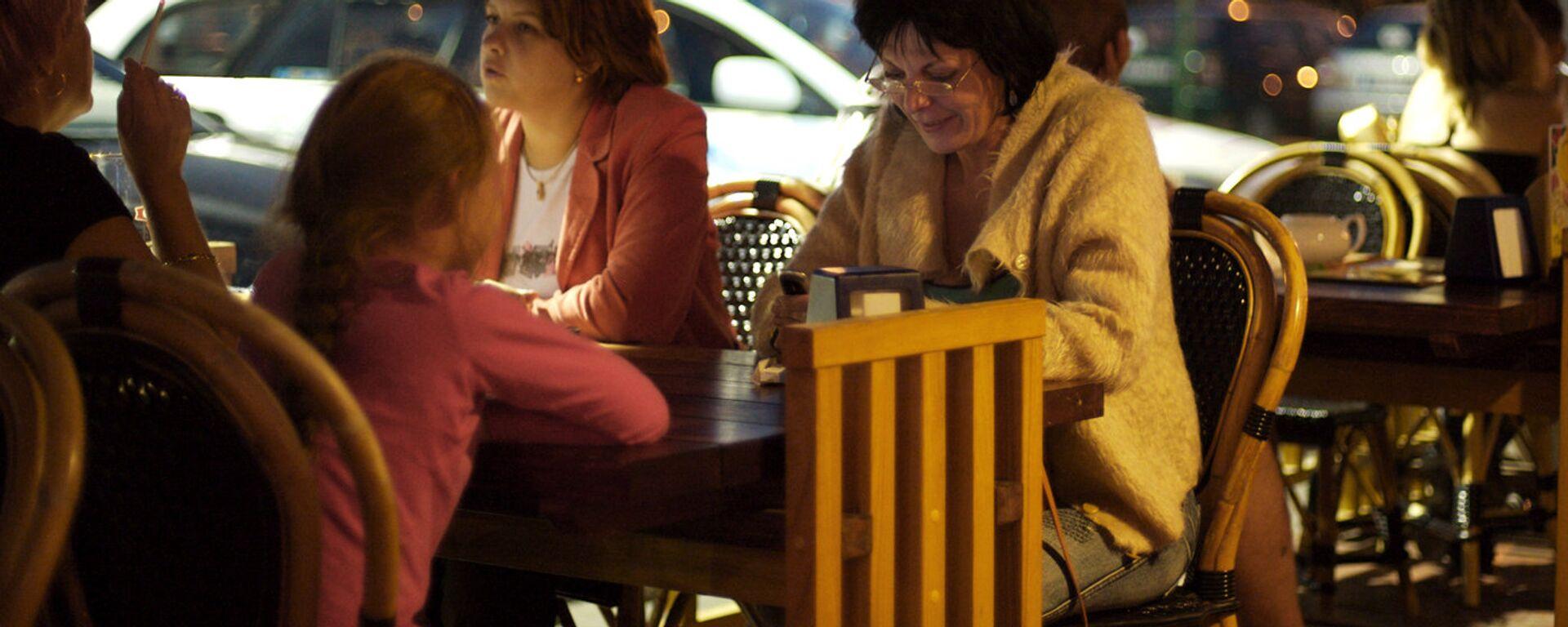 Ужин в кафе Риги - Sputnik Латвия, 1920, 07.09.2021