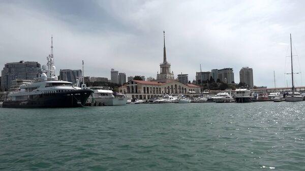 Сочи: вид с яхты на Морской вокзал - Sputnik Latvija