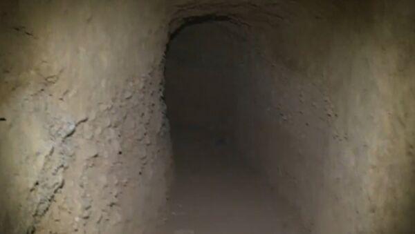 В провинции Хомс в Сирии обнаружили тоннели со складами оружия боевиков - Sputnik Латвия
