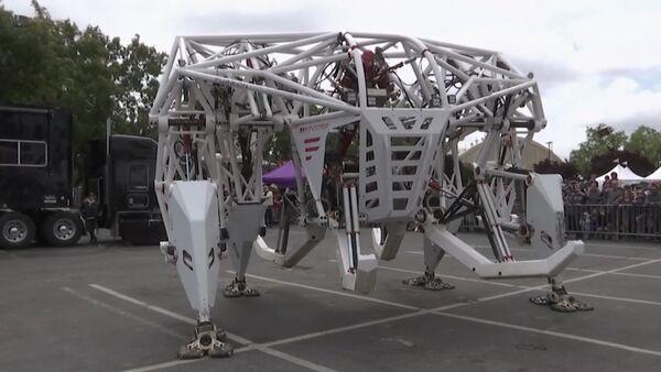 Экзоскелет весом 3,5 тонны показали в США - Sputnik Латвия
