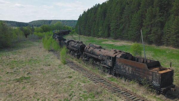 Dzelzceļa kapsēta Urālā - Sputnik Latvija