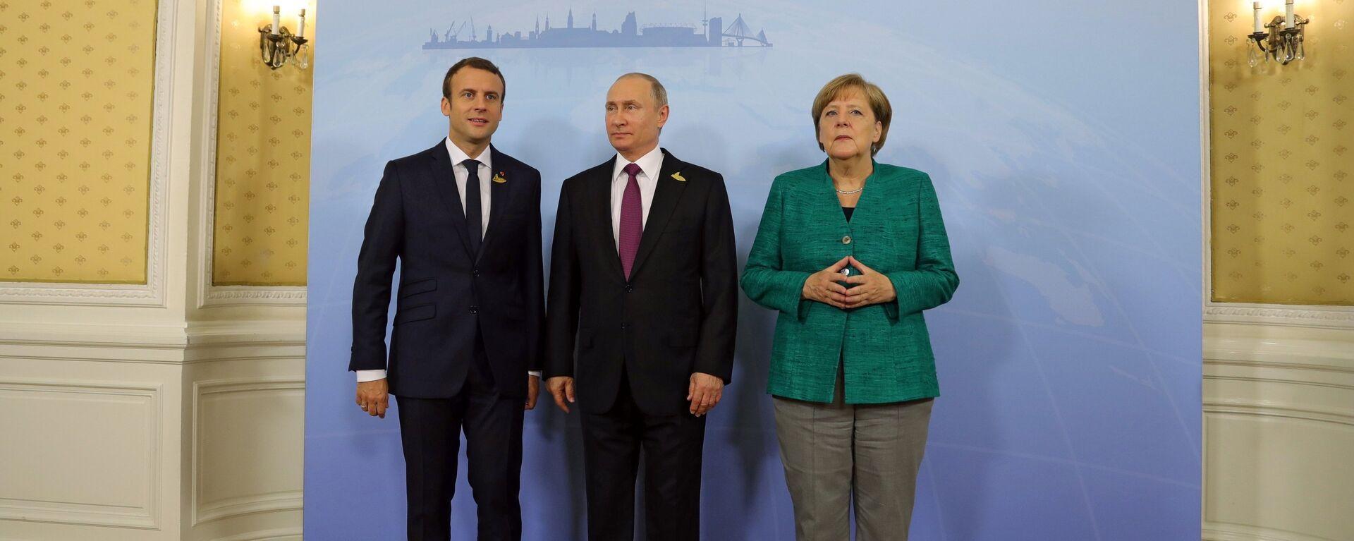 Президент Франции Эммануэль Макрон, президент РФ Владимир Путин, канцлер Германии Ангела Меркель (слева направо), архивное фото - Sputnik Latvija, 1920, 02.04.2021