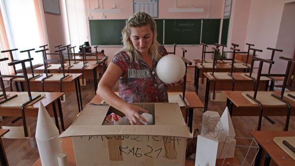 Учитель в классе математики - Sputnik Латвия