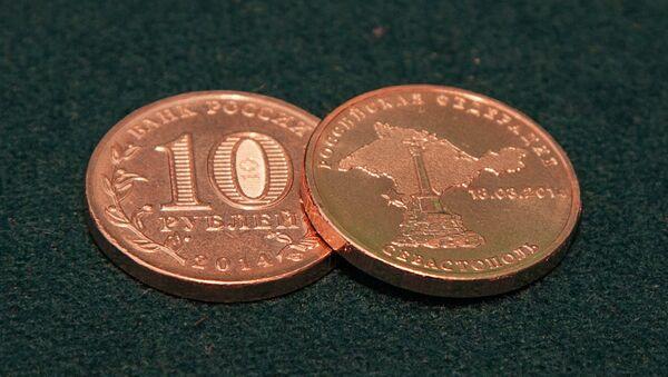 Банк России начал выпуск монет, посвященных вхождению в состав РФ республики Крым - Sputnik Latvija