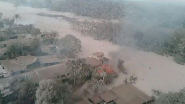 Vulkāna izvirduma sekas Gvatemalā - Sputnik Latvija