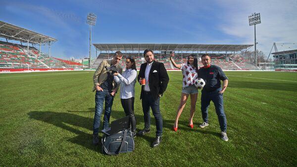 Наивные путешественники на стадионе - Sputnik Латвия