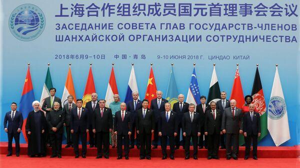 Лидеры стран ШОС на саммите в Китае - Sputnik Latvija