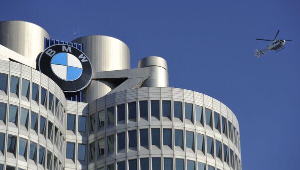 Концерн BMW представил новое поколение седана 3-й серии - Sputnik Latvija
