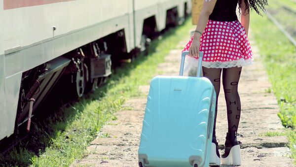 Девушка с чемоданом - Sputnik Латвия