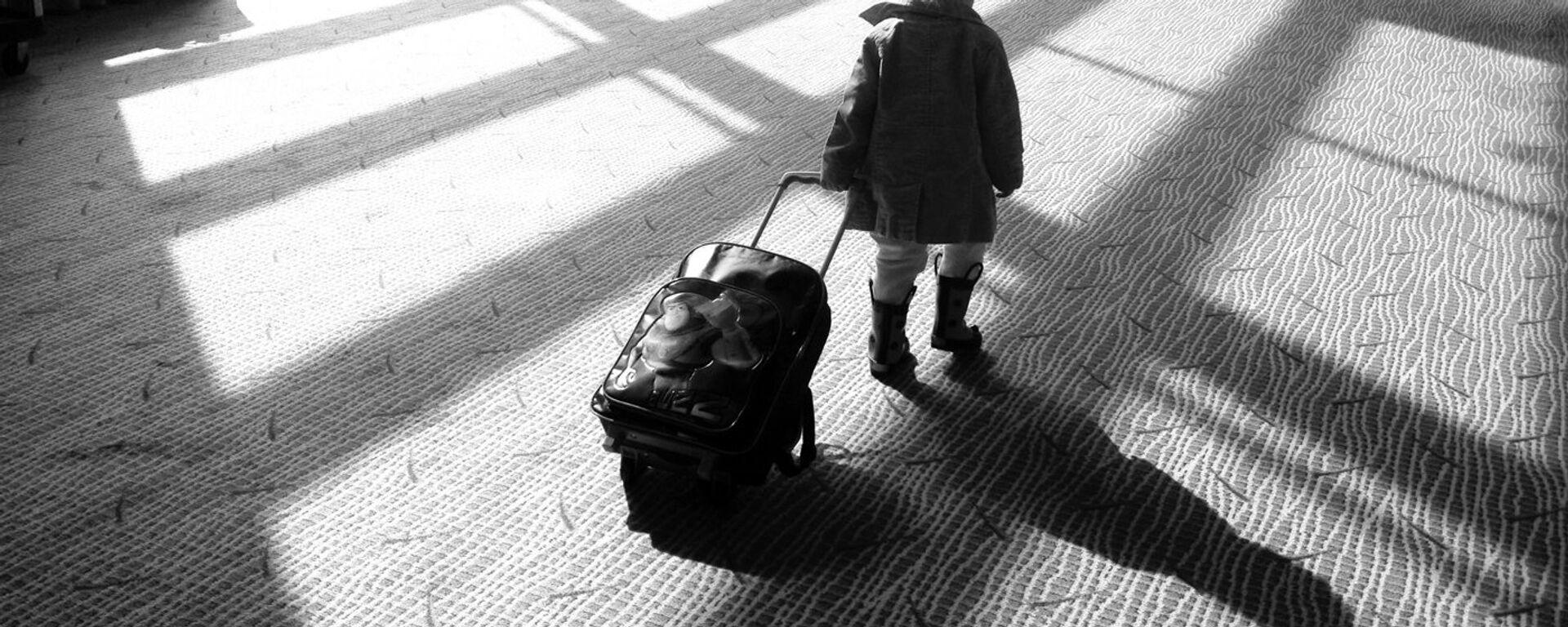 Малыш с чемоданом - Sputnik Latvija, 1920, 11.12.2018