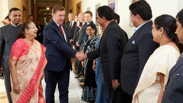Latvijas premjerministrs Māris Kučinskis tiekas ar delegāciju no Indijas, ko vada parlamenta apakšpalātas spīkeris Sumitra Mahadžāns - Sputnik Latvija