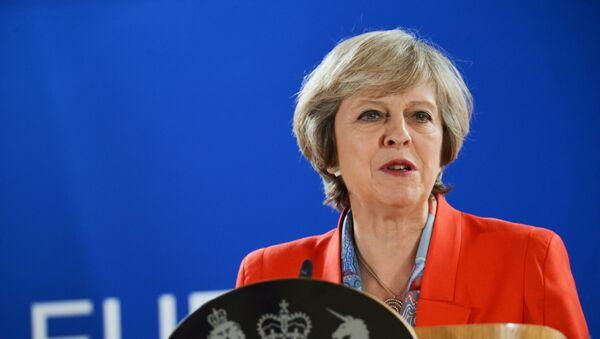 Премьер-министр Великобритании Тереза Мэй выступает на саммите Европейского Союза в Брюсселе - Sputnik Latvija
