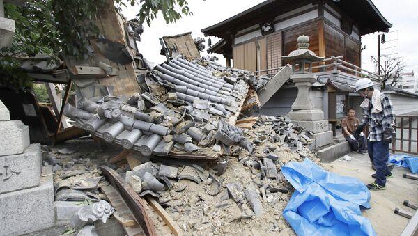 Разрушенный во время землетрясения храм Миотоку-дзи, Ибараки, Япония. 18 июня 2018 года - Sputnik Latvija