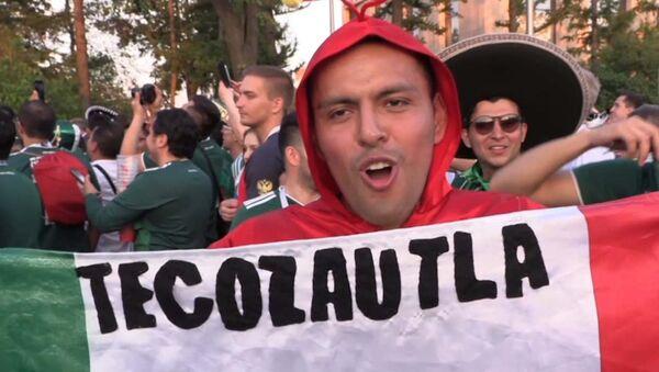 Мексиканские болельщики радуются победе своей сборной над Германией - Sputnik Латвия