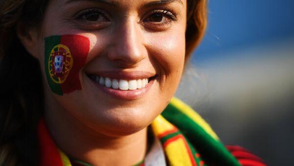 Болельщица сборной Португалии перед матчем группового этапа чемпионата мира по футболу между сборными Португалии и Испании. - Sputnik Латвия