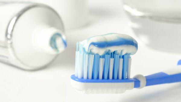 Зубная щетка и зубная паста - Sputnik Латвия
