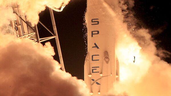 Старт ракеты-носителя Falcon 9, архивное фото - Sputnik Латвия