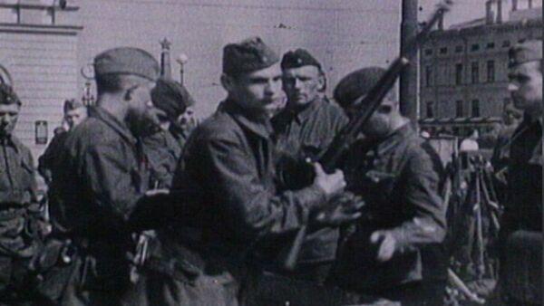 Neviens nav aizmirsts: unikāli kara hronikas kadri - Sputnik Latvija
