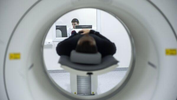 Исследование на магнитно-резонансном томографе, архивное фото - Sputnik Latvija