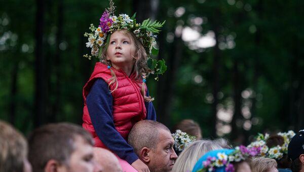 Жители Риги и гости столицы собрались на Кукушкиной горе для празднования Лиго - Sputnik Латвия