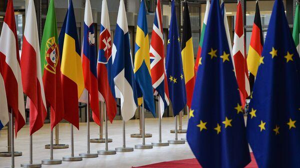 Флаги стран-участников саммита ЕС в Брюсселе - Sputnik Latvija