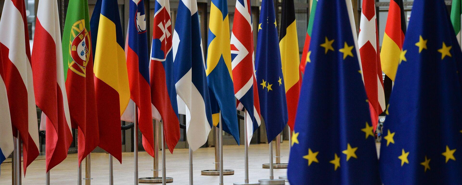 Флаги стран-участников саммита ЕС в Брюсселе - Sputnik Латвия, 1920, 25.06.2021