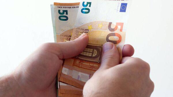 Подсчет денег - Sputnik Latvija